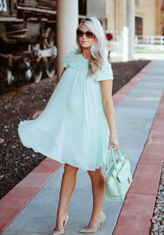 A very pregnant Cara Loren looking gorgeous as usual. dress: Ted Baker bag: Ted Baker shoes: Kate Spade sunnies: Valentino (retro version) bracelets: Derng earrings: c/o Windsor rings: c/o CB Luxe Cute Maternity Outfits, Pregnancy Outfits, Maternity Wear, Maternity Fashion, Maternity Dresses, Maternity Style, Pregnancy Style, Pregnancy Fashion, Shower Outfits