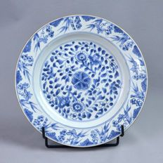 Antique porcelain plate white and blue floral pattern - China - 18th century