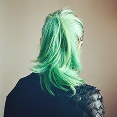 Get the seafoam ponytail of your dreams with manic panic Pastel Green Hair, Green Hair Colors, Blue Hair, Monster High, Accel World, Dye My Hair, Super Hair, Mermaid Hair, Trendy Hairstyles