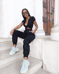 black cargo pants and belt Cute Casual Outfits, Summer Outfits, Girl Outfits, Fashion Outfits, Womens Fashion, Urban Fashion Women, Fashion Goth, Girl Fashion, Cargo Pants Outfit
