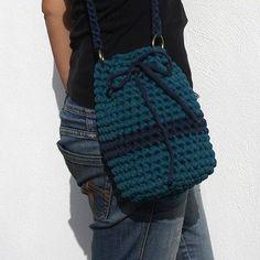 patronestrapillo.org es el mayor banco de Patrones Trapillo en español. Haz click y descubre los mejores patrones de la red! Crochet Backpack, Knit Or Crochet, Crochet Stitches, Crochet Patterns, Crochet Bags, Finger Knitting, Loom Knitting, Mochila Crochet, Best Bags