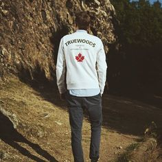 🍁There are endless adventures waiting for you out there - just take the chance to explore 🍁 . . . #naturebasedstreetwear #truewoods1713 #explore #nature #outdoorphotography #adventure #sweater #mountains #fashionblogger_de #shotoftheday #menswear #wildlife #streetstyle #instadaily #wiesbaden #supportyourlocalwoods #sylw #german #localbrand #fashionblogger #forestry #fallfashion #inspiration #organic #potd #nice #garments #wilderness #style #outfit
