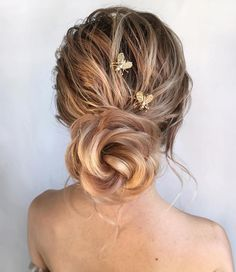 The Best and fabulous Hairstyles for Every Wedding Dress Neckline. Whether you're a summer ,winter bride or a destination bride, so make sure your hairstyle shows the pretty garment off as much as possible. Here you'll find a round-up of hairstyles that complement each wedding dress neckline