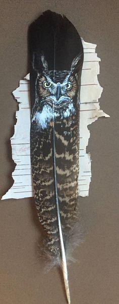 Eine große gehörnte Eule handgemalt auf einem fasanenfeder und gerahmt auf Birkenrinde, in einem 5.5 x 14 Frame... fertig zum Aufhängen oder Geschenk! Kostenloser Versand