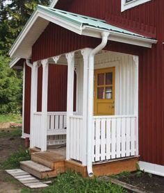 Farstukvist med snickarglädje Swedish Cottage, Swedish House, Door Canopy Modern, Front Door Awning, Front Porch Addition, Side Porch, Cottage Furniture, Patio Design, Exterior Colors