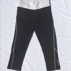 🔥🔥🔥 gone 9/15🔥🔥🔥 VS yoga In amazing shape Capri yoga Victoria's Secret Pants