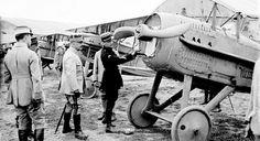 La Bonne-Maison, Marne, le capitaine Guynemer et le général Franchey d'Esperey. 5 juillet 1917