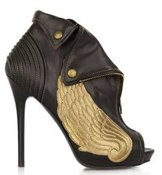 <3 these Alexander Mcqueen boots!
