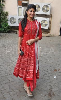Jacqueline Fernandez [Jacqueline Fernandez was spotted at the Mehboob Studio in Mumbai on Thursday. The actress looked pretty in a red and white anarkali suit. Jacqueline's 'Kick' will hit the theatres tomorrow. White Anarkali, Anarkali Dress, Pakistani Dresses, Indian Dresses, Indian Outfits, Simple Anarkali Suits, White Churidar, Kurti Designs Party Wear, Kurta Designs
