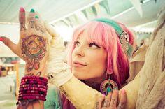42 fotografias impressionantes da raça humana (37) Garota de cabelo rosa no Burning Man, Nevada 2013