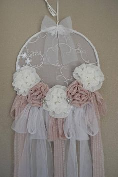 Embroidery Hoop Crafts Dream Catchers Shabby Chic Ideas For 2019 Lace Dream Catchers, Beautiful Dream Catchers, Dream Catcher Craft, Shabby Chic Homes, Shabby Chic Decor, Couronne Shabby Chic, Christmas Decorations Australian, Crochet Dreamcatcher, Embroidery Hoop Crafts