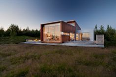 Inspiring Sustainable Architecture Eco Friendly Home Ideas 03 Living Room Bench, Ice Houses, House In Nature, Rural Retreats, Eco Friendly House, Sustainable Architecture, House And Home Magazine, Modern Minimalist, Decoration