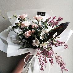 """#vaness #flower #vanessflower #flowergram #florist #instaflower #handtied #Academy #plant:"