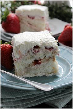 Heavenly Strawberry & Angel Food Cake Tiramisu ! a delicious & family friendly recipe !