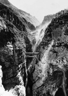 La gola del Vajont, vista dallo sbocco nella valle del Piave, prima della costruzione della diga