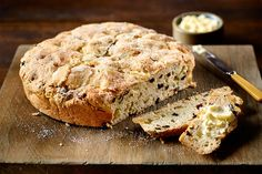 Recipe: Irish soda bread with apples and currants