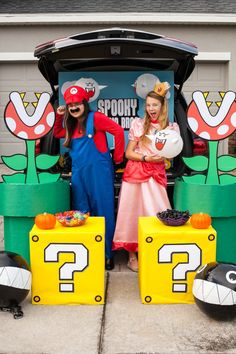 Mario Brothers Trunk or Treat Ideas - Frog Prince Paperie I seriously started thinking about Halloween in May this year, because this is the year we're definitely winning the church trunk-or-treat competition. Trunk-or-tr Mario Halloween Costumes, Halloween Treats, Halloween Fun, Car Decorations For Halloween, Mario Kart Costumes, Super Mario Costumes, Mario Brothers, Trunk Or Treat, Super Mario Party