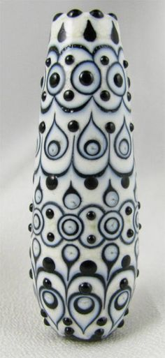 Amy Waldman-Smith makes spectacular beads, including this ottoman bead. Just look at the precision! Find Amy at http://amywaldmansmith.com/