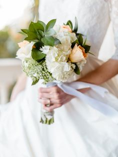 Peach and Ivory Bouquet | photography by http://kellysauer.com/ |