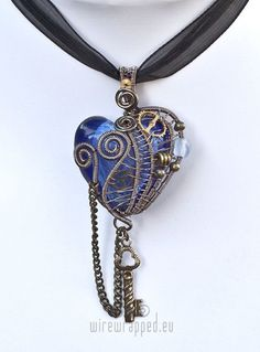 steampunk heart necklace. I would wear this, if one of my friends ever see something like this...please...please ;)