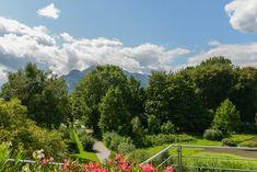 Ein aussichtsreiches Leben erwartet Sie in dieser stilvollen, wunderbar lichtdurchfluteten Baurechtswohnung in herrlich ruhiger Prestigelage in Salzburg-Morzg. Salzburg, Golf Courses, Dolores Park, Travel, Real Estates, Life, Viajes, Destinations, Traveling