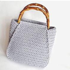 Marvelous Crochet A Shell Stitch Purse Bag Ideas. Wonderful Crochet A Shell Stitch Purse Bag Ideas. Crochet Purse Patterns, Crochet Clutch, Crochet Handbags, Crochet Purses, Crochet Bags, Crochet Shoulder Bags, Crochet Shell Stitch, Bag Pattern Free, Fabric Bags