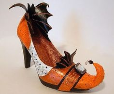 Rio posted Seeing Things: Bat Wing Witch Shoes to their -halloween time!- postboard via the Juxtapost bookmarklet. Halloween Shoes, Halloween Boo, Holidays Halloween, Halloween Crafts, Halloween Costumes, Halloween History, Ghost Costumes, Pretty Halloween, Halloween Pillows