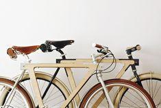 Criada pelos designers franceses da BSG bikes, a WOOD.b mistura metal e madeira e foi pensada para ser uma bicicleta urbana de alta qualidade, especialmente pros amantes do esporte/estilo de vida. - See more at: http://pontoeletronico.me/2013/06/12/wood-b/#sthash.wus30DHS.dpuf