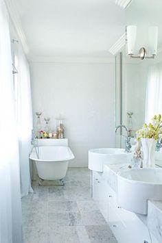 white-bathroom-marble-bench-dual-sink-bath-tub-Chelsea-De-Luca-home