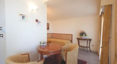 Suite's Lounge