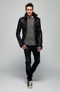 Street style tendance : Jersey striped jeans, leather jacket and sneakers…Surely will get into « high e… Nike Outfits, Outfits With Converse, Denim Converse, Looks Style, Looks Cool, Fashion Moda, Look Fashion, Fashion Black, Leather Fashion