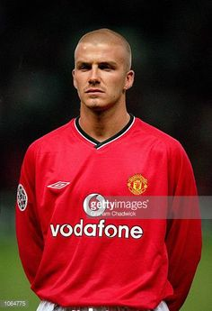 Portrait of David Beckham of Manchester United before the UEFA Champions League match against Anderlecht at Old Trafford in Manchester England. David Beckham Manchester United, Manchester United Football, Ronaldo Free Kick, David Beckham Family, Man Utd Fc, Bald Men Style, Scruffy Men, Manchester England, Shaved Head