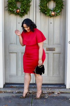 Plus size club dresses are vibrant coloured jumpsuits to bodycon dresses, draped maxi dresses in various colours as well as laser cut outfits. Sexy beautiful woman in red Merry Christmas baby Vestidos Plus Size, Plus Size Dresses, Plus Size Outfits, Plus Size Red Dress, Curvy Girl Fashion, Look Fashion, Fashion Outfits, Fashion 2016, Dress Fashion