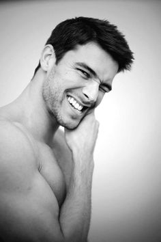 Bernardo Velasco - this man cannot take a bad picture Bernardo Velasco, Le Male, My Hairstyle, Male Face, Attractive Men, Male Beauty, Pretty People, Beautiful People, Beautiful Smile