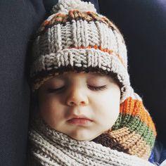 """49 Beğenme, 7 Yorum - Instagram'da @gumzze: """"@bernie.rain harika el örgüsü şapka ve atkımız için teşekkür ederiz. Sıcacık uykularda ...."""""""
