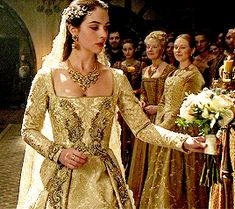 Historical dramas are the love of my life. Requests are always welcomed. Queen Mary Reign, Mary Queen Of Scots, King Queen, Adelaide Kane, Marie Stuart, Reign Fashion, Mad Women, Female Character Inspiration, Vintage Movies