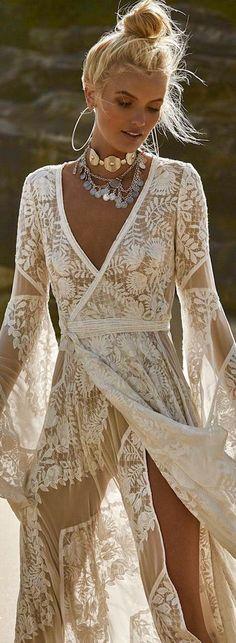 Ideas for wedding beach dress boho bohemian style Boho Hippie, Hippie Stil, Estilo Hippie, Boho Gypsy, Beach Hippie, Bohemian Beach, Bohemian Bride, Bohemian Look, Bohemian Living