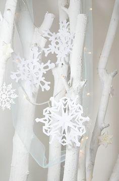 DIY snowflake pattern for kids / Schneeflocken Vorlage mit Faltanleitung