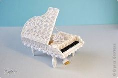 Quilled piano - Tutorial.. ok... WOW! This looks like it would take a ton of time and paper, but it was waaayyy too cool to not pin!