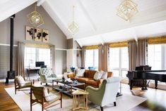 Beautiful Farmhouse Living Room Ideas! Find some of the best farmhouse themed living room decorations and designs that you can use for inspiration. We have modern farm home living rooms and more. Modern Farmhouse Design, Farmhouse Decor, White Farmhouse, Living Room Designs, Living Room Decor, Living Rooms, Rustic Sunroom, Living Room New York, Moore House