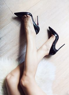 manhattancouture via @jena1125. #heels #elegant