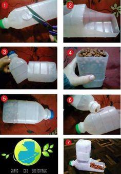 En este tutorial aprendemos a reciclar unas botellas de plástico y convertirlas en un práctico comedero para nuestro perro o gato (siempre ...