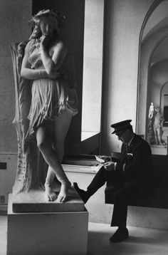 Henri Cartier-Bresson, Louvre, Paris, France, 1975