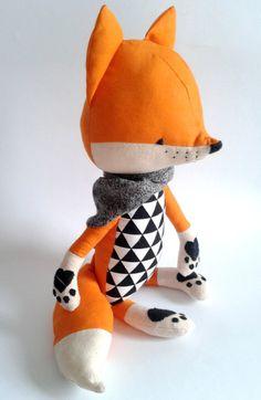 LOIC el zorro. hecho por encargo. juguete ecológico. por LESNE