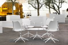STUA Gas chairs combined with Marea table in white for a lighter atmosphere. STUA GAS: www.stua.com/design/gas-swivel