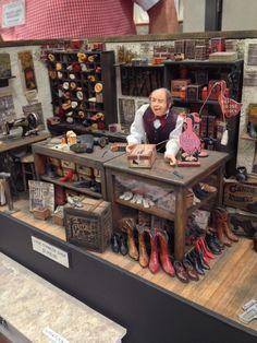 Tom Bishop Miniature Showcase, Chicago. USA 2014. Shoemaker...so full of character and bits