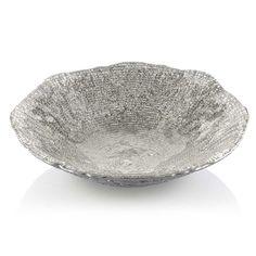 IVV  IVV Industria Vetraria Valdarnese, foi criada em 1952, na Itália, por um grupo de mestres vidreiros. Um dos líderes na fabricação de vidro artesanal da Europa, combinando a tendência inovadora, design e técnicas. O vidro cristalino destaca cada objeto fabricado pelo IVV, produzindo o melhor vidro sempre por seu caráter transparente e brilhante.   Bowl IVV Diamante cm 33 Bege  Dimensão: 33 cm  Cor: Bege  Material: Vidro   Contém:  1 bowl decorativo