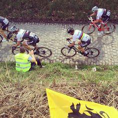 Cancellara y Sagan en el muro de koppenberg!!! #bkie #bkieteam #primeralinea #ronde #koppenberg #rondevanvlaanderen #flanders #flandes #classic @petosagan @fabian_cancellara pic by @marcelbatlle