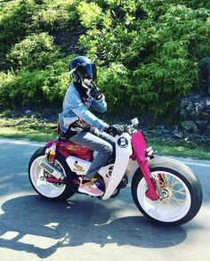 New Motorcycle Girl Style Wheels Ideas Cafe Racer Moto, Suzuki Cafe Racer, Cafe Racing, Moped Bike, Honda Bikes, Motorcycle Bike, Moto Custom, Custom Moped, Concept Motorcycles