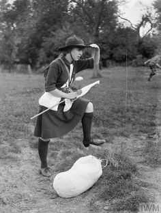 A Girl Guide looking out for a message during an exercise in flag communications in the United Kingdom during the First World War. Guides Uniform, Brownies Girl Guides, Camping Books, Newcastle University, Camping Activities, First Girl, World War I, Wwi, Old Pictures